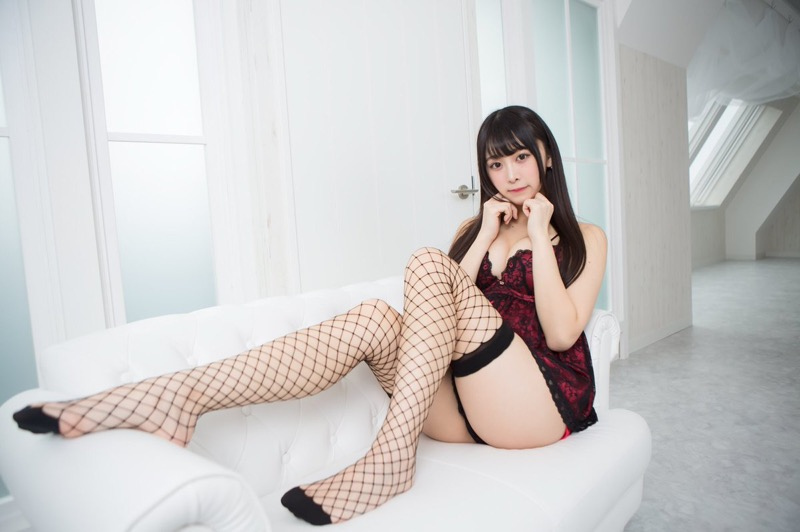 【真島なおみエロ画像】ドール系美少女と呼ばれるスタイル抜群な9頭身の高身長グラビアアイドル 72