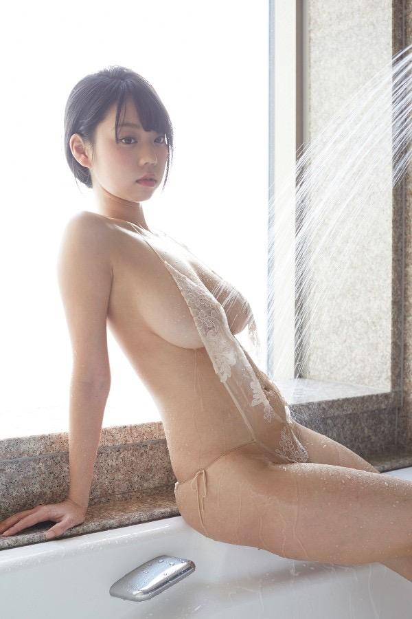 【変態水着エロ画像】フルヌードよりも恥ずかしいデザインがエロい水着姿のグラビア美女 12