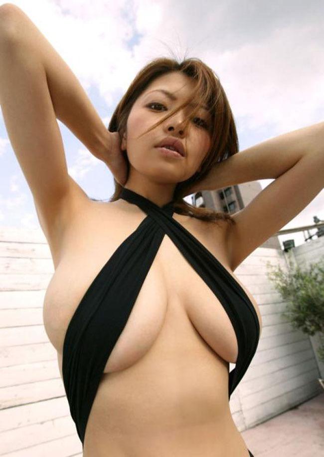 【変態水着エロ画像】フルヌードよりも恥ずかしいデザインがエロい水着姿のグラビア美女 18