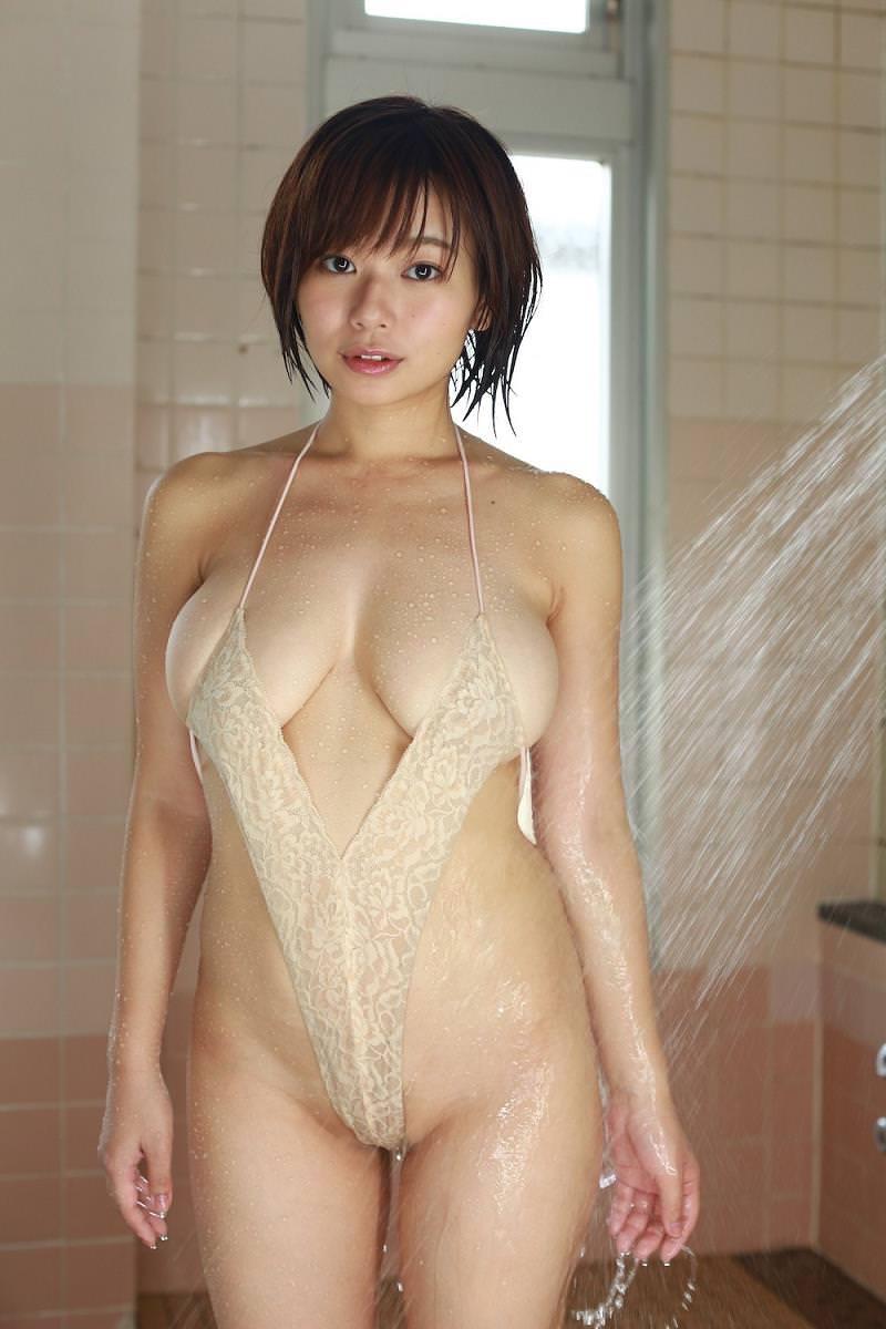 【変態水着エロ画像】フルヌードよりも恥ずかしいデザインがエロい水着姿のグラビア美女 39