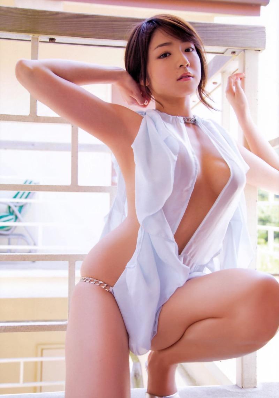 【変態水着エロ画像】フルヌードよりも恥ずかしいデザインがエロい水着姿のグラビア美女 64