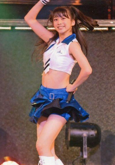 【モーニング娘。お宝画像】ステージやバラエティで大股を開いちゃったアイドル達のエロショット! 07
