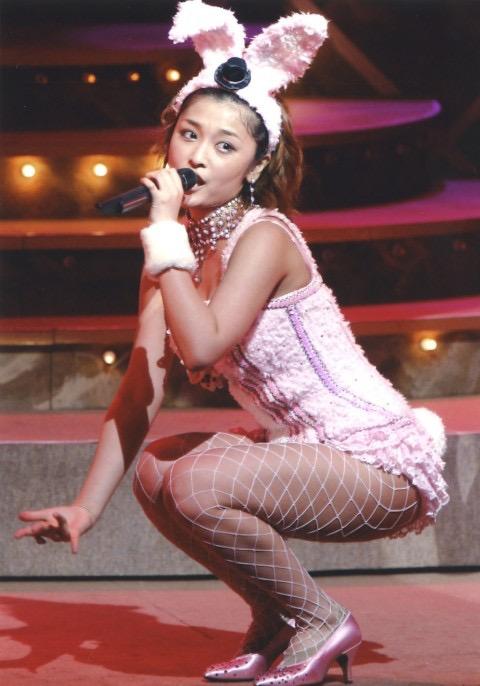 【モーニング娘。お宝画像】ステージやバラエティで大股を開いちゃったアイドル達のエロショット! 20