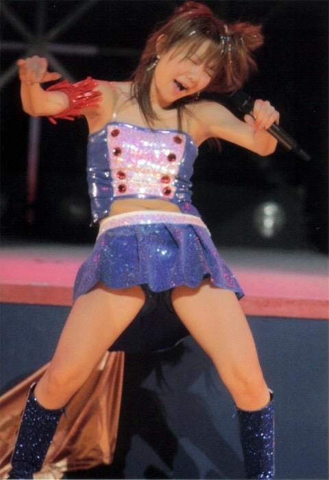 【モーニング娘。お宝画像】ステージやバラエティで大股を開いちゃったアイドル達のエロショット! 23