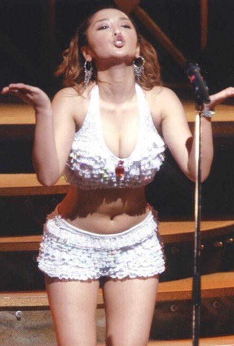 【モーニング娘。お宝画像】ステージやバラエティで大股を開いちゃったアイドル達のエロショット! 26