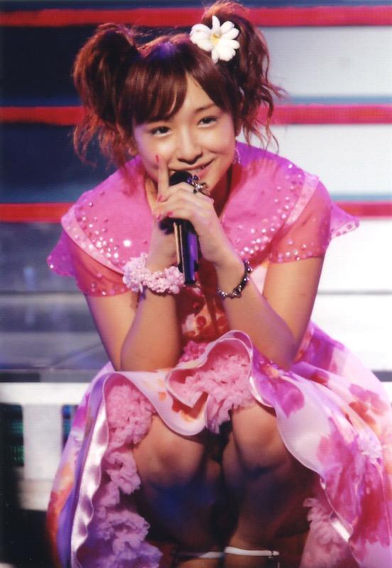 【モーニング娘。お宝画像】ステージやバラエティで大股を開いちゃったアイドル達のエロショット! 34