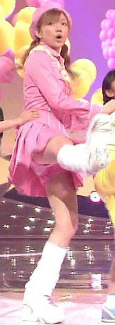 【モーニング娘。お宝画像】ステージやバラエティで大股を開いちゃったアイドル達のエロショット! 37