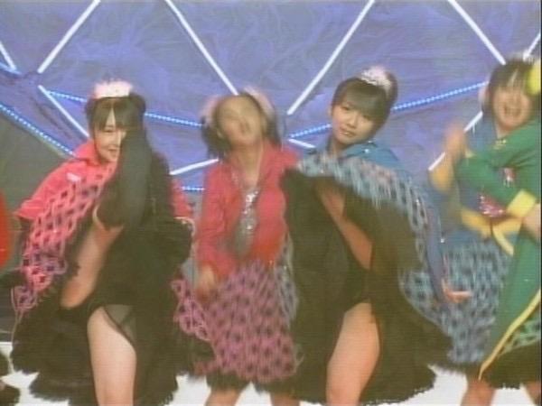 【モーニング娘。お宝画像】ステージやバラエティで大股を開いちゃったアイドル達のエロショット! 56