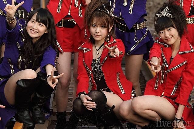 【モーニング娘。お宝画像】ステージやバラエティで大股を開いちゃったアイドル達のエロショット! 57