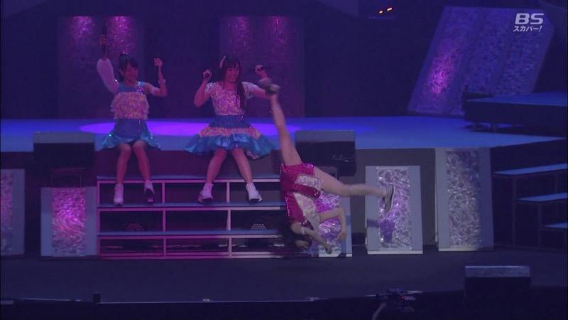 【モーニング娘。お宝画像】ステージやバラエティで大股を開いちゃったアイドル達のエロショット! 77