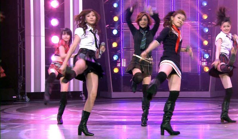 【モーニング娘。お宝画像】ステージやバラエティで大股を開いちゃったアイドル達のエロショット! 79