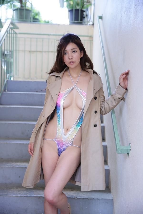 【平塚千瑛エロ画像】手ブラ写真でデビューしたせいで彼氏と別れた30代グラビアアイドルwwww 10