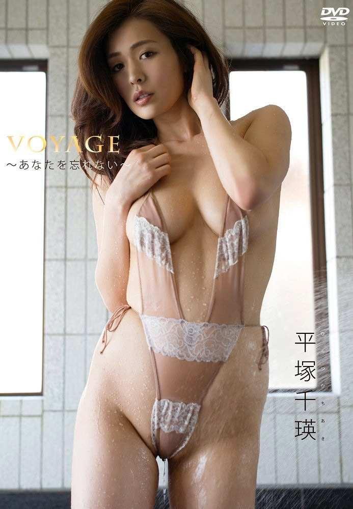 【平塚千瑛エロ画像】手ブラ写真でデビューしたせいで彼氏と別れた30代グラビアアイドルwwww 52