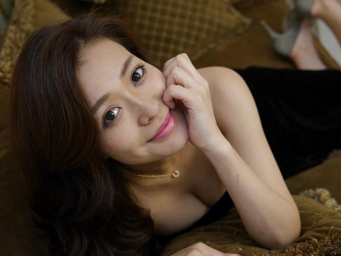 【平塚千瑛エロ画像】手ブラ写真でデビューしたせいで彼氏と別れた30代グラビアアイドルwwww 80