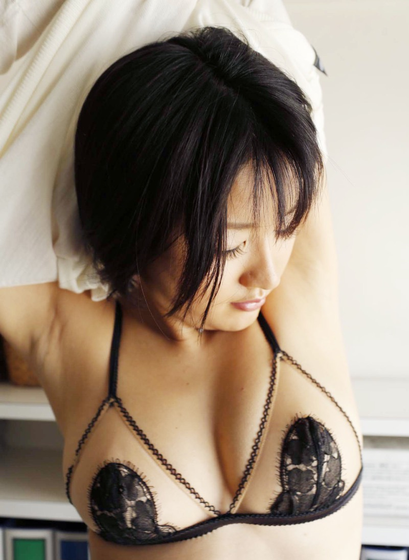 【多田あさみグラビア画像】Fカップ美女が開脚しまくってるんだけどマンコを見て欲しいのかなwwww 06