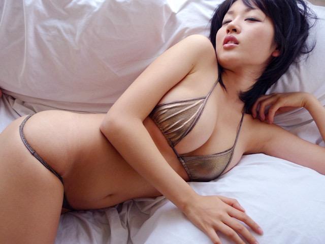 【多田あさみグラビア画像】Fカップ美女が開脚しまくってるんだけどマンコを見て欲しいのかなwwww 61