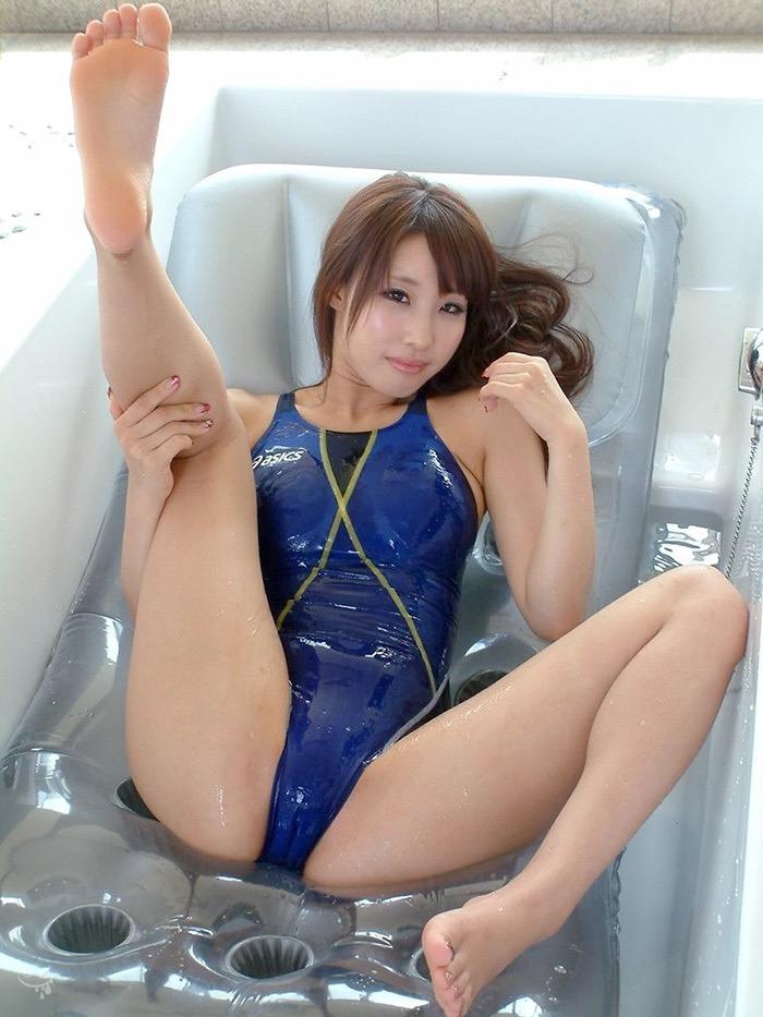 【競泳水着エロ画像】ボディラインがハッキリ分かる競技用とは思えないエロさ全開なハイレグ水着 18