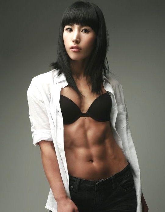【腹筋エロ画像】セクシーな美女達の鍛え上げられた美しい腹筋がエロ過ぎてチンコ勃ったわwwww 09