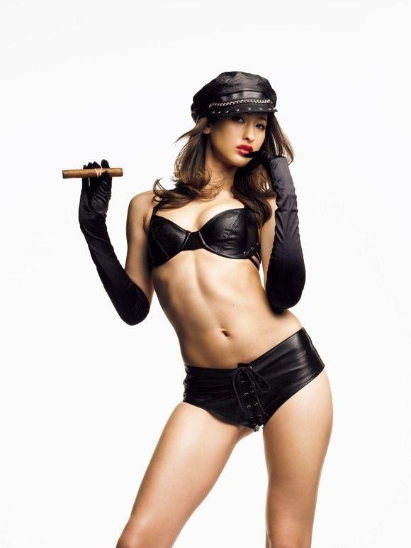【腹筋エロ画像】セクシーな美女達の鍛え上げられた美しい腹筋がエロ過ぎてチンコ勃ったわwwww 13