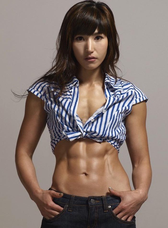 【腹筋エロ画像】セクシーな美女達の鍛え上げられた美しい腹筋がエロ過ぎてチンコ勃ったわwwww 32