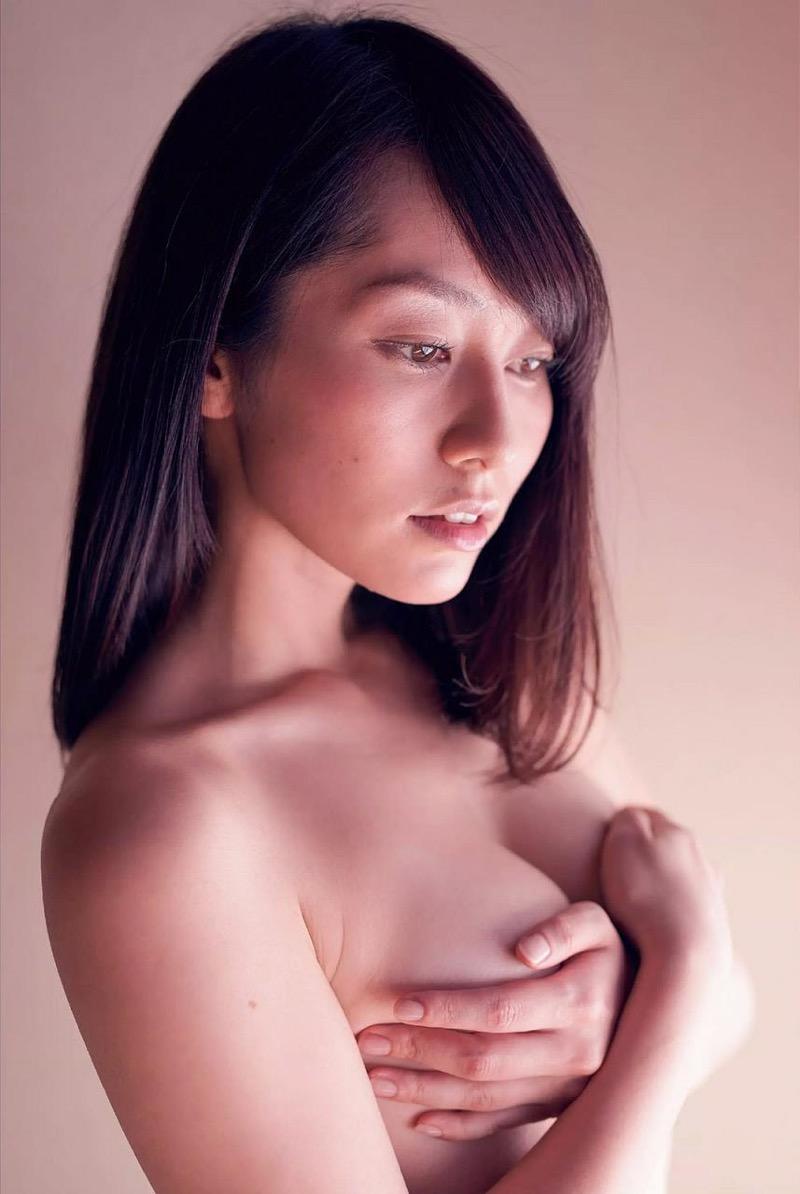 【谷桃子エロ画像】色白美肌なDカップボディでアラサーまでグラビアを続けてきたセクシー美熟女 25