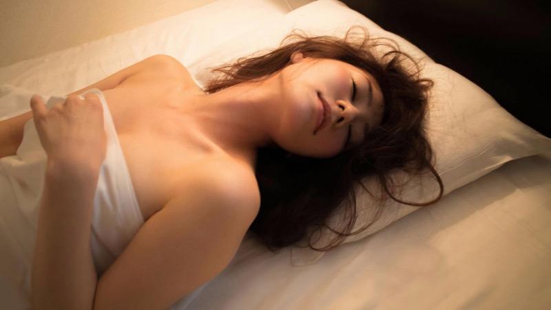 【谷桃子エロ画像】色白美肌なDカップボディでアラサーまでグラビアを続けてきたセクシー美熟女 67