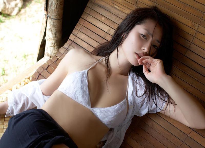 【谷桃子エロ画像】色白美肌なDカップボディでアラサーまでグラビアを続けてきたセクシー美熟女 78