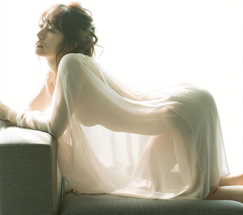 【谷桃子エロ画像】色白美肌なDカップボディでアラサーまでグラビアを続けてきたセクシー美熟女 80
