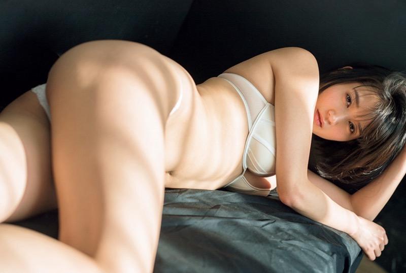 【出口亜梨沙グラビア画像】Gカップの巨乳過ぎるレポーターとして注目を浴びたグラビアアイドル 09