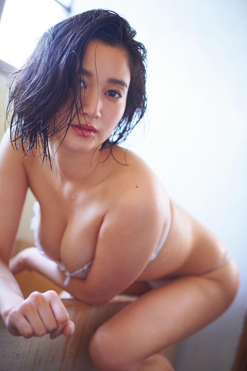 【出口亜梨沙グラビア画像】Gカップの巨乳過ぎるレポーターとして注目を浴びたグラビアアイドル 26