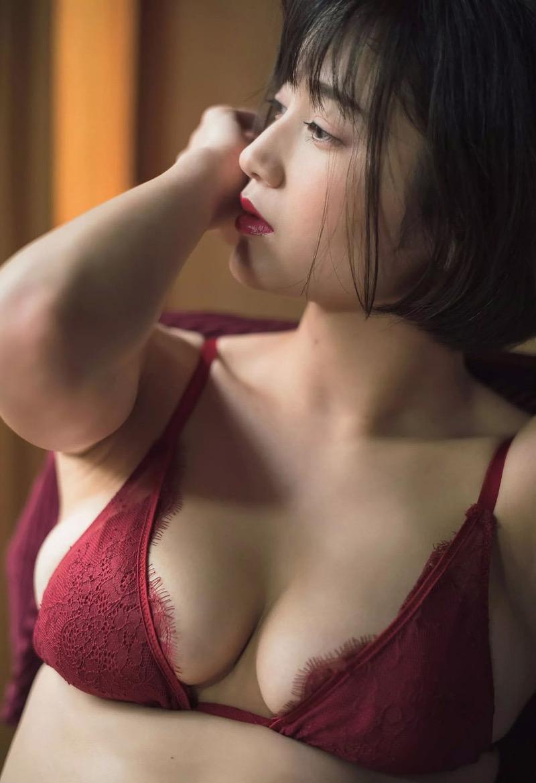 【出口亜梨沙グラビア画像】Gカップの巨乳過ぎるレポーターとして注目を浴びたグラビアアイドル 44