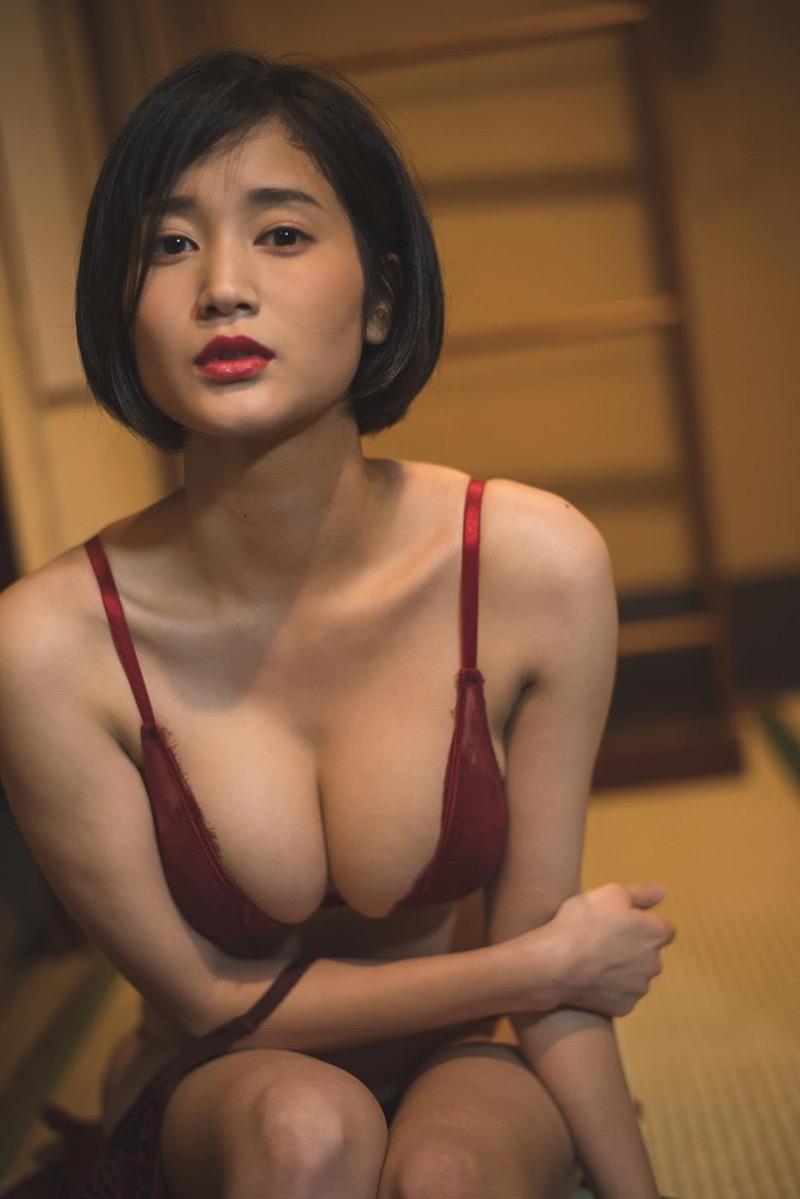 【出口亜梨沙グラビア画像】Gカップの巨乳過ぎるレポーターとして注目を浴びたグラビアアイドル 73
