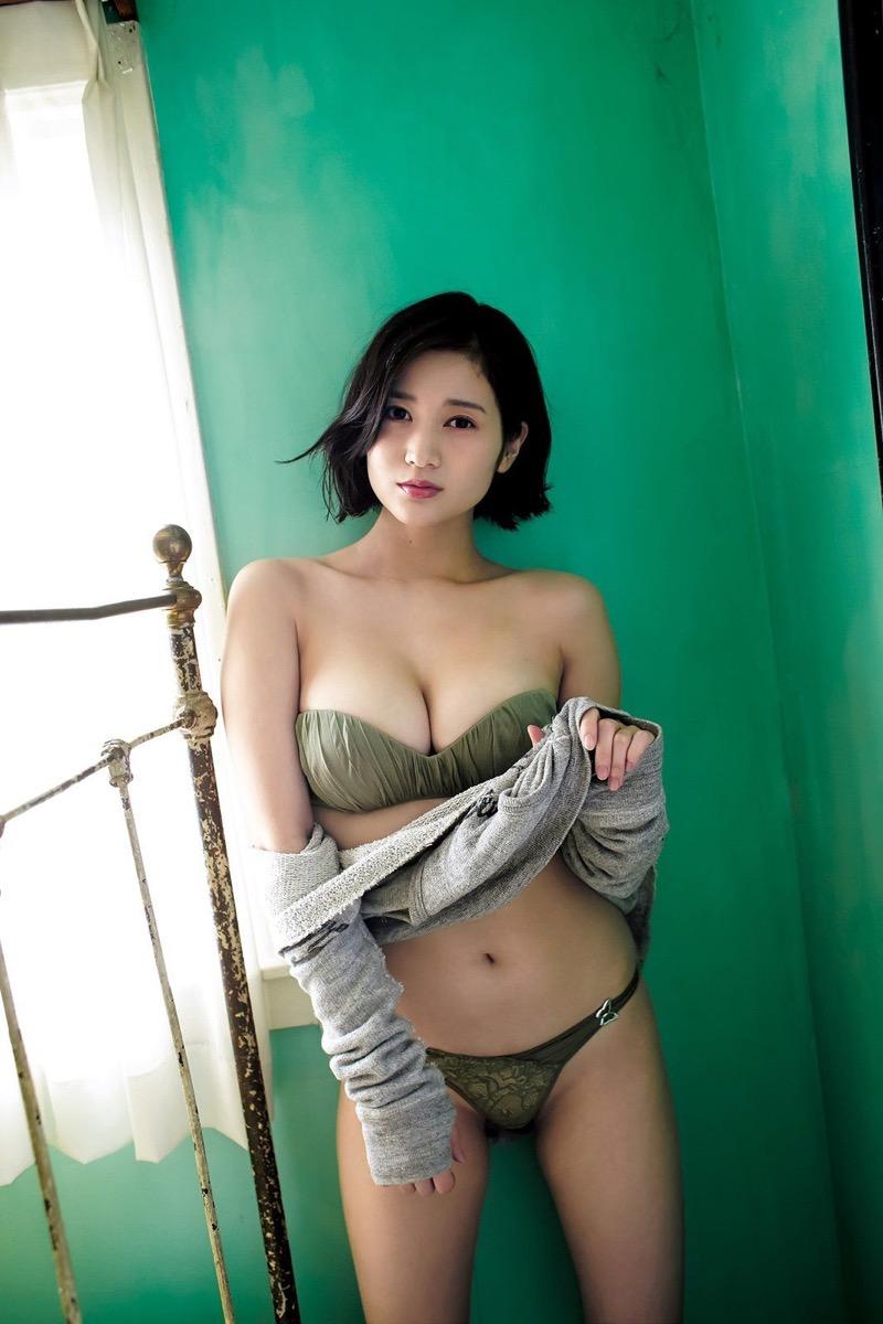 【出口亜梨沙グラビア画像】Gカップの巨乳過ぎるレポーターとして注目を浴びたグラビアアイドル 77