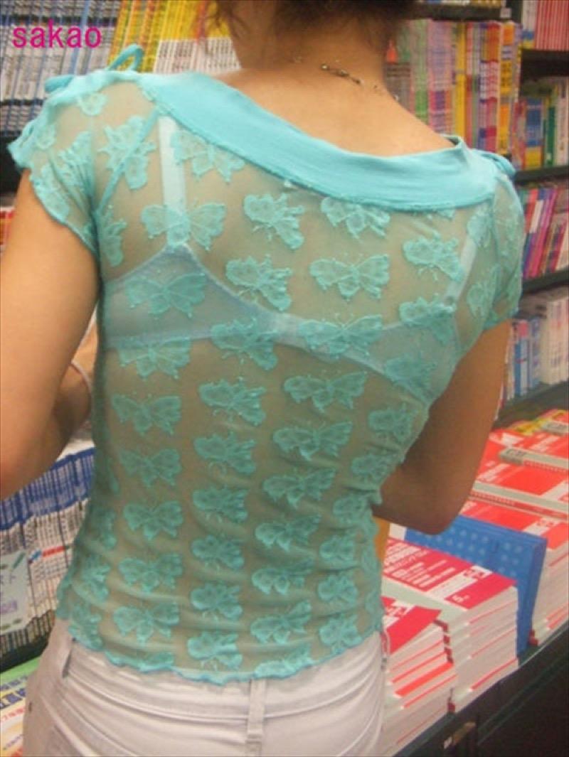 【透けブラエロ画像】夏に薄着してるJKやお姉さんの下着が豪雨や汗で透けて見えてたwwww 27