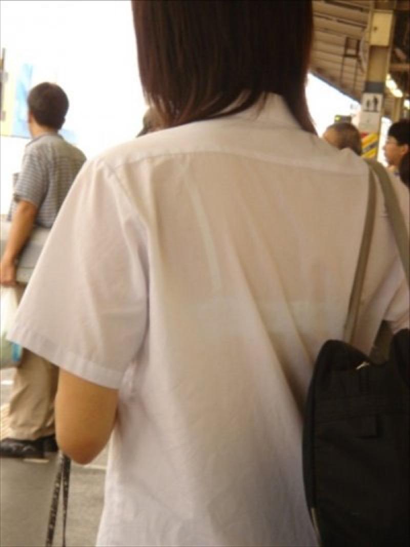 【透けブラエロ画像】夏に薄着してるJKやお姉さんの下着が豪雨や汗で透けて見えてたwwww 29