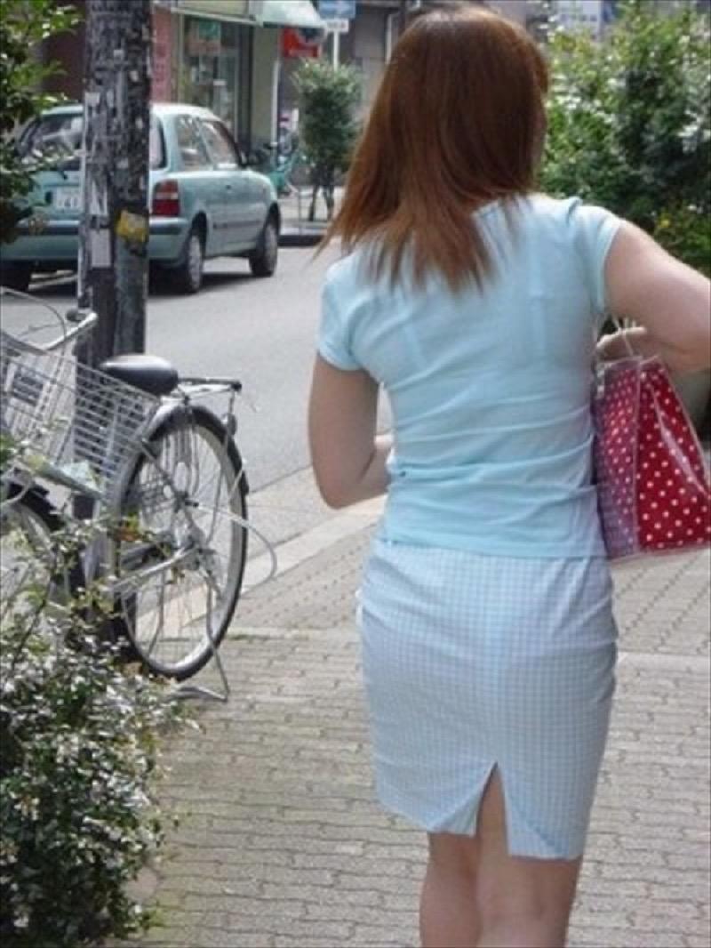 【透けブラエロ画像】夏に薄着してるJKやお姉さんの下着が豪雨や汗で透けて見えてたwwww 31