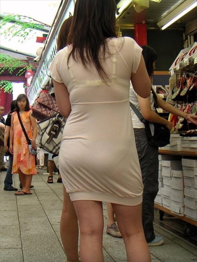 【透けブラエロ画像】夏に薄着してるJKやお姉さんの下着が豪雨や汗で透けて見えてたwwww 44