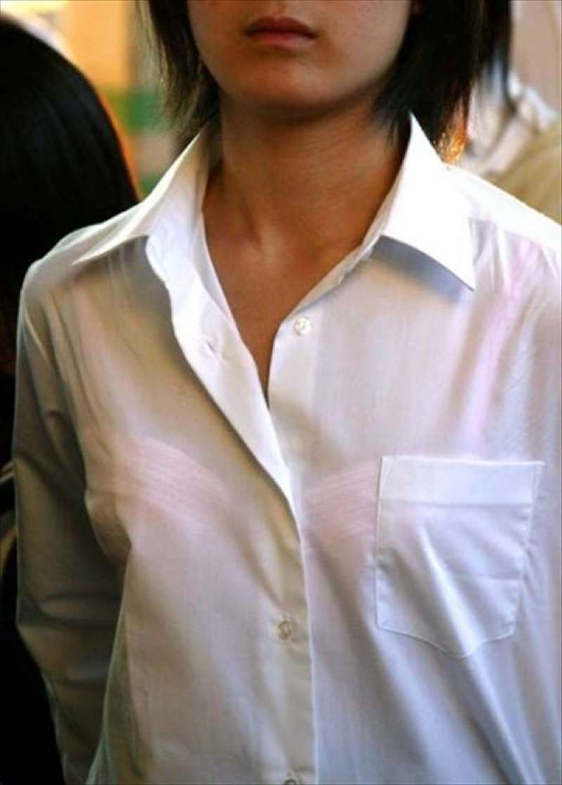 【透けブラエロ画像】夏に薄着してるJKやお姉さんの下着が豪雨や汗で透けて見えてたwwww 55