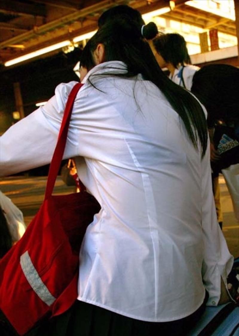 【透けブラエロ画像】夏に薄着してるJKやお姉さんの下着が豪雨や汗で透けて見えてたwwww 57