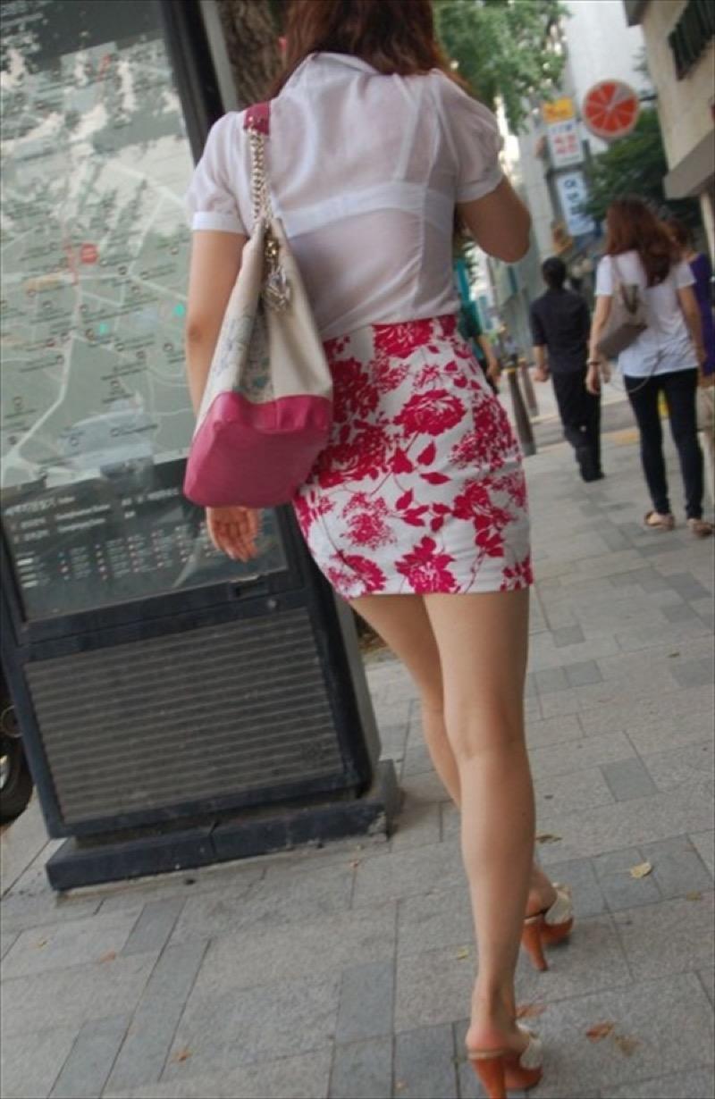 【透けブラエロ画像】夏に薄着してるJKやお姉さんの下着が豪雨や汗で透けて見えてたwwww 68