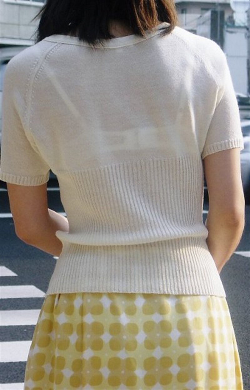 【透けブラエロ画像】夏に薄着してるJKやお姉さんの下着が豪雨や汗で透けて見えてたwwww 69