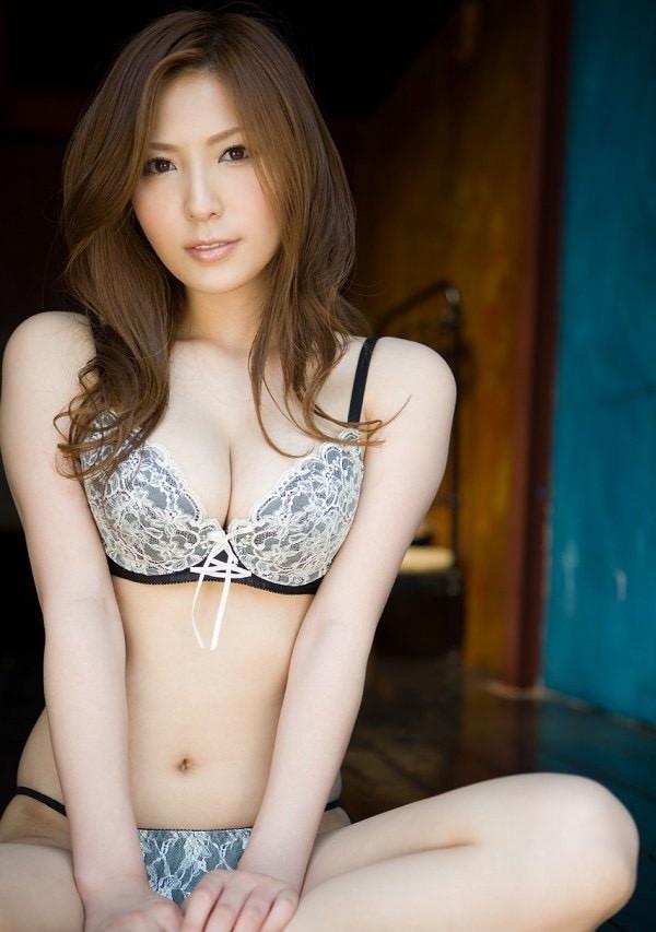 【椎名ゆなエロ画像】数多くの男性ファンを虜にさせたヌケる激エロEカップ巨乳ボディのAV女優 24