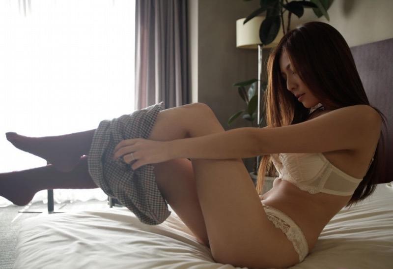 【椎名ゆなエロ画像】数多くの男性ファンを虜にさせたヌケる激エロEカップ巨乳ボディのAV女優 48
