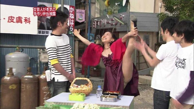 【放送事故画像】女優やタレントそしてお笑い芸人がテレビ放送で見せちゃったオッパイとセックス画像 22