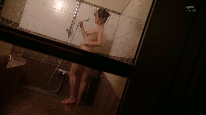【放送事故画像】女優やタレントそしてお笑い芸人がテレビ放送で見せちゃったオッパイとセックス画像 65