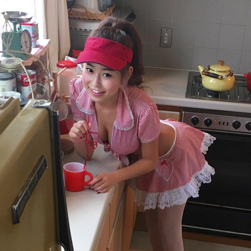 【十枝梨菜グラビア画像】Gカップの垂れ気味オッパイがビキニからハミ出そうでめちゃエロい! 69