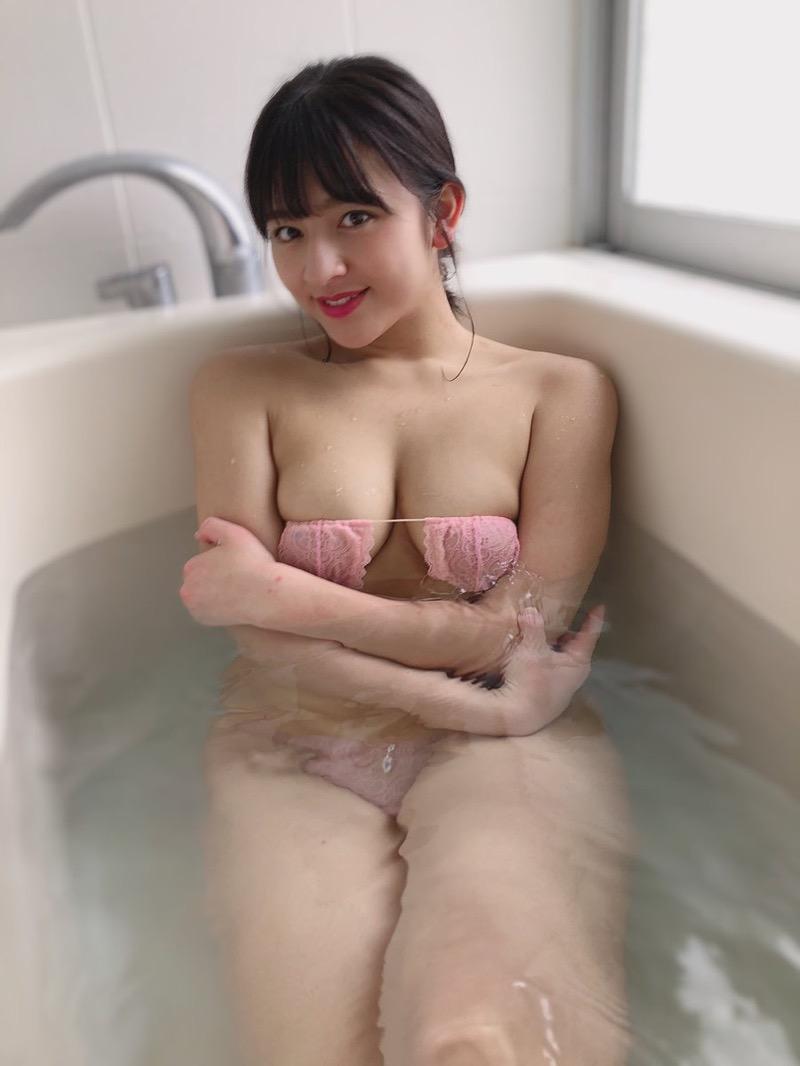 【徳江かなエロ画像】異例のスピードでファースト写真集を発売したグラドル界で期待のホープ! 54