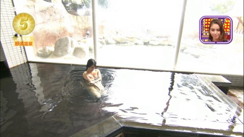【温泉キャプ画像】アド街ック天国とかいう温泉や海で露出サービスしまくるエロ番組wwww 37