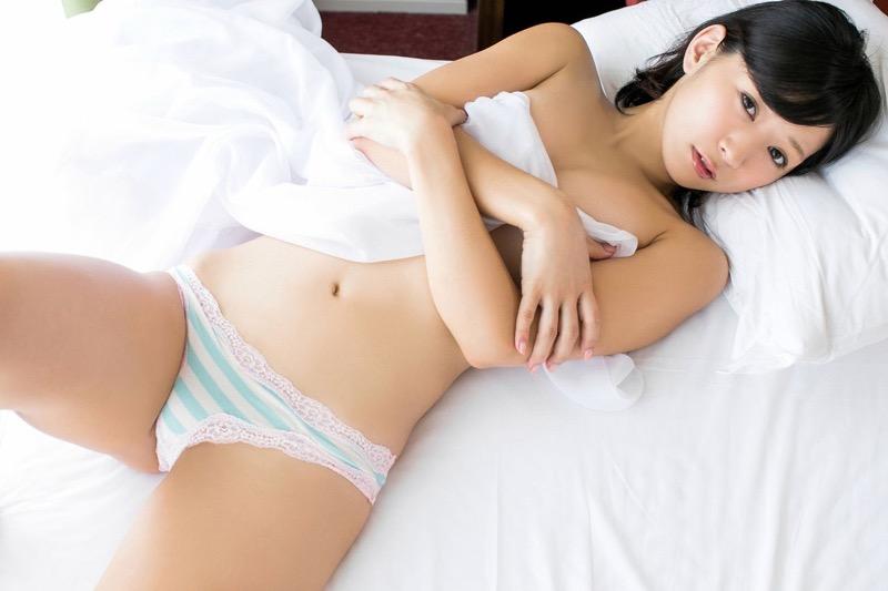 【階戸瑠李グラビア画像】Fカップ巨乳が見えそうなトンデモナイ格好でテレビ出演した痴女グラドル