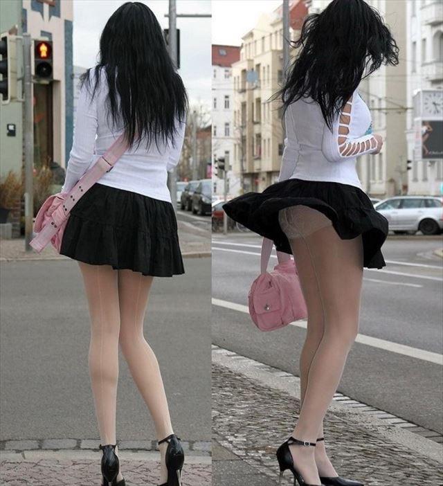 【パンチラエロ画像】素人娘のスカートが強風に煽られて公衆の面前でパンツが丸見えwwww 30